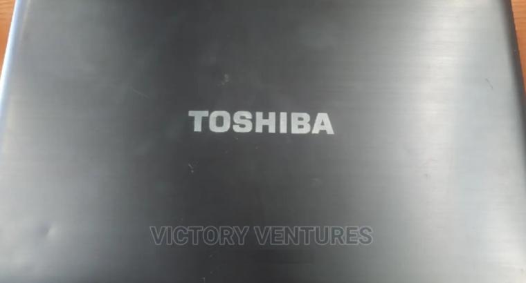 Laptop Toshiba Satellite S850 4GB AMD HDD 750GB